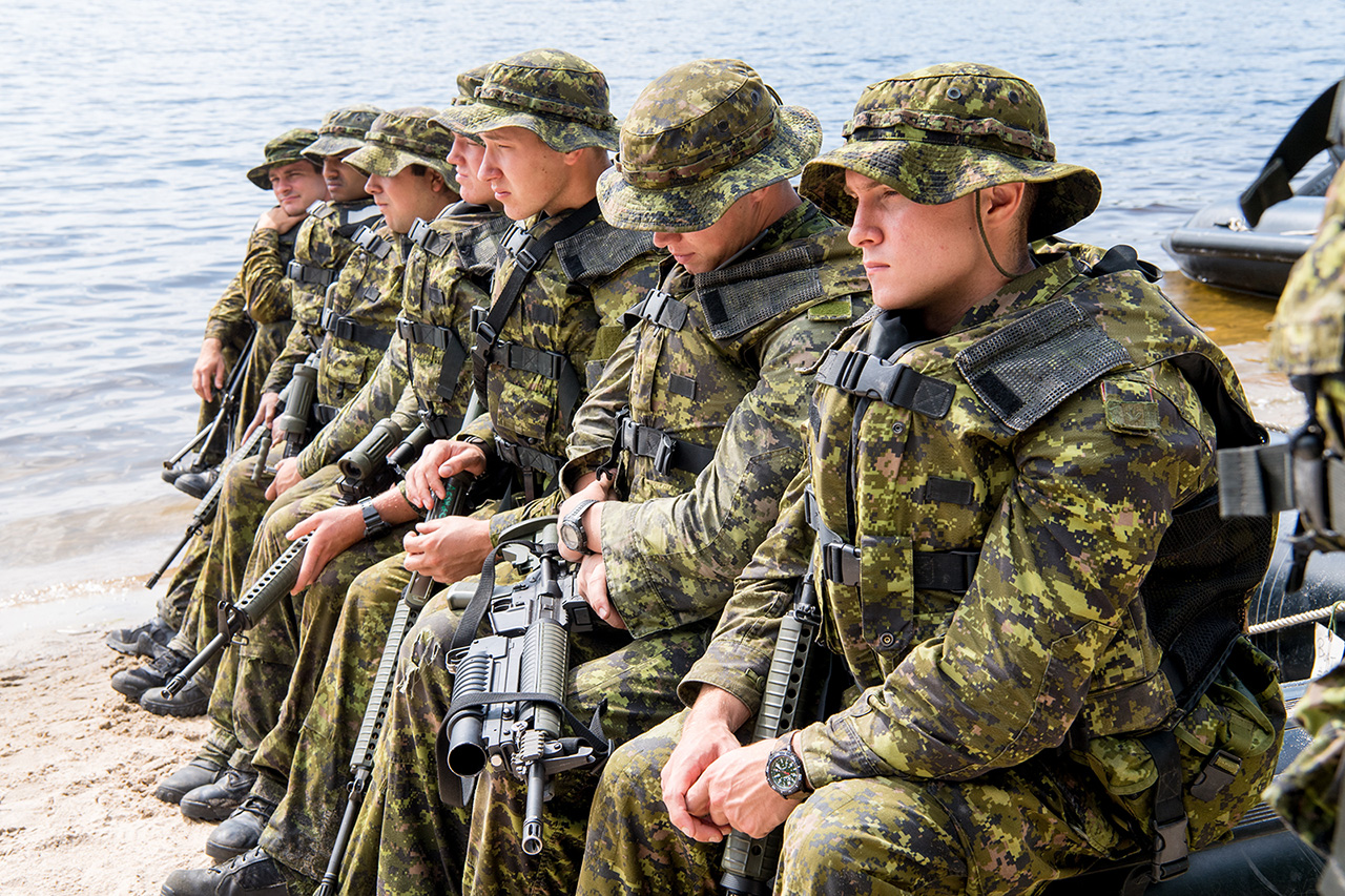 Soldiers of the 4th Canadian Division listens to a safety briefing before conducting a beach assault during Exercise STALWART GUARDIAN on August 19, 2016 at Petawawa, Ontario.